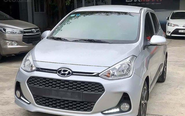 Cần bán lại xe Hyundai Grand i10 1.2 AT năm 2018, màu bạc0