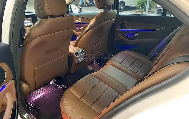 Bán Mercedes E200 sản xuất năm 2017, màu trắng như mới2