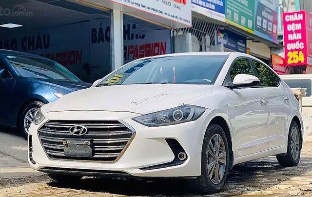 Cần bán lại xe Hyundai Elantra 1.6AT năm sản xuất 2017, màu trắng0