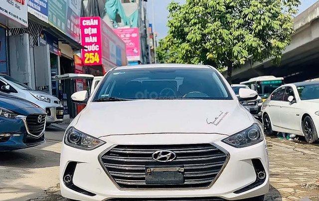 Cần bán lại xe Hyundai Elantra 1.6AT năm sản xuất 2017, màu trắng2