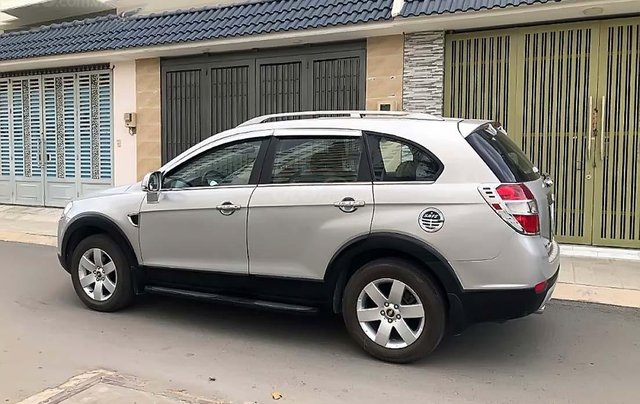 Cần bán xe Chevrolet Captiva LT 2009, màu bạc còn mới1