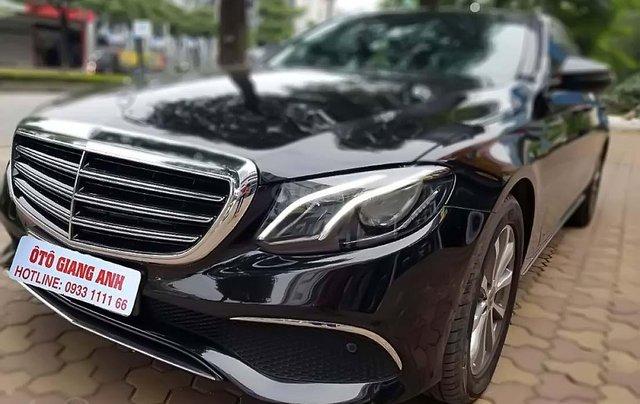 Bán Mercedes E200 đời 2018, màu đen ít sử dụng0
