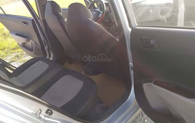 Cần bán gấp Hyundai Grand i10 1.0 MT đời 2014, màu bạc, nhập khẩu nguyên chiếc số sàn3