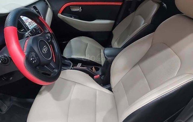 Bán xe Kia Rondo đời 2016, màu trắng số tự động, giá chỉ 535 triệu3