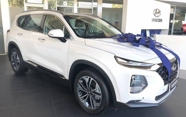 Cần bán xe Hyundai Santa Fe năm sản xuất 2019, màu trắng, giao xe toàn quốc0
