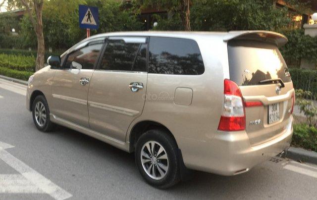 Chính chủ tôi cần bán chiếc Toyota Innova 2.0E 2015 xố sàn màu cát vàng chính chủ tên tôi lh 09886297352