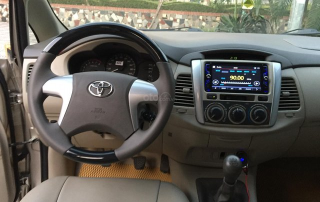 Chính chủ tôi cần bán chiếc Toyota Innova 2.0E 2015 xố sàn màu cát vàng chính chủ tên tôi lh 09886297357