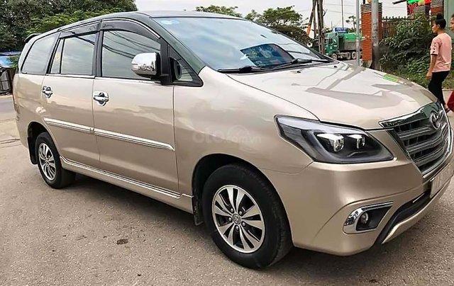 Bán Toyota Innova 2.0E 2015, màu vàng, giá tốt0