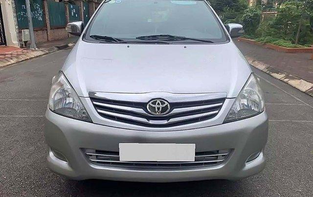 Cần bán Toyota Innova V sản xuất 2011, màu bạc còn mới, 386tr0