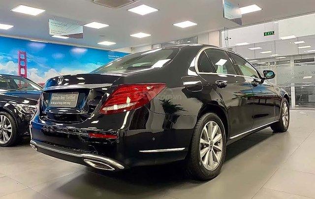 Bán Mercedes đời 2018, màu đen, giá tốt1