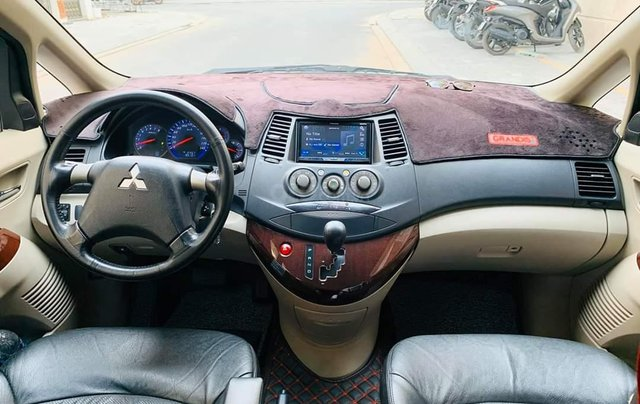 Bán ô tô Mitsubishi Grandis, năm sản xuất 2009, màu bạc3