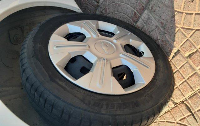 Xe Chevrolet Spark đời 2015, màu trắng1