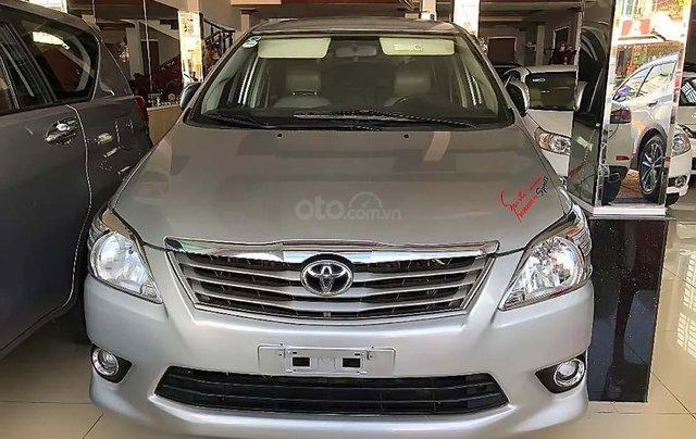 Cần bán lại xe Toyota Innova năm sản xuất 2013, màu bạc xe còn mới lắm0