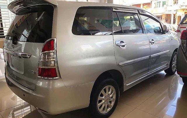 Cần bán lại xe Toyota Innova năm sản xuất 2013, màu bạc xe còn mới lắm1
