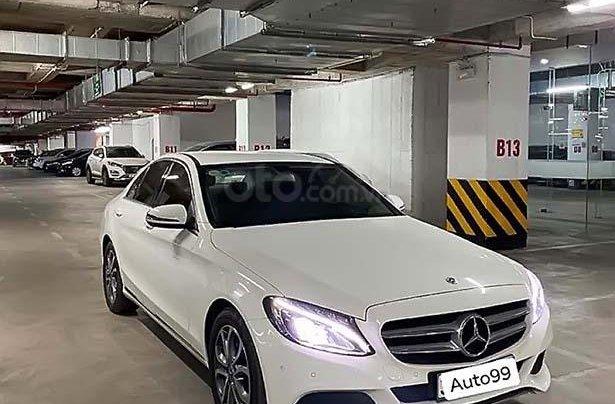 Cần bán Mercedes C200 sản xuất năm 2018, màu trắng, xe nhập0