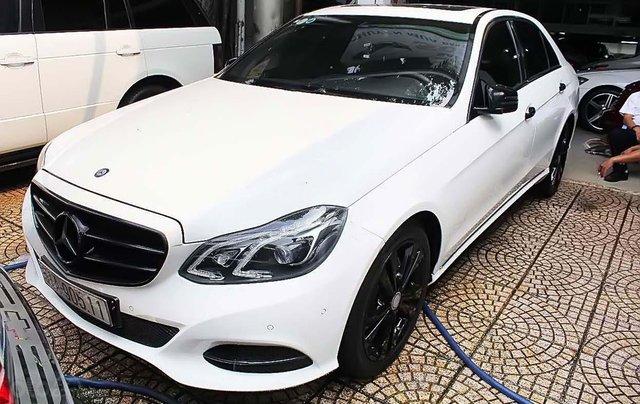 Cần bán Mercedes sản xuất năm 2013, màu trắng xe còn mới lắm0