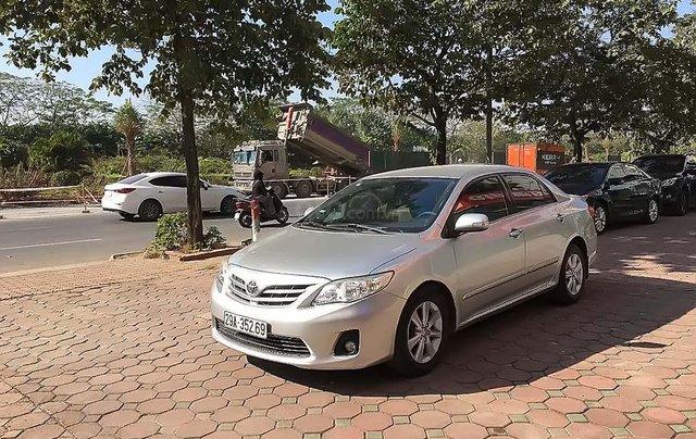 Cần bán gấp Toyota Corolla Altis đời 2011, màu bạc, số tự động0