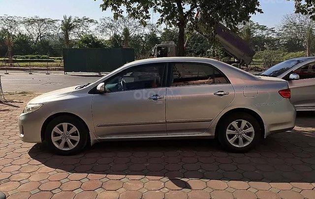 Cần bán gấp Toyota Corolla Altis đời 2011, màu bạc, số tự động2