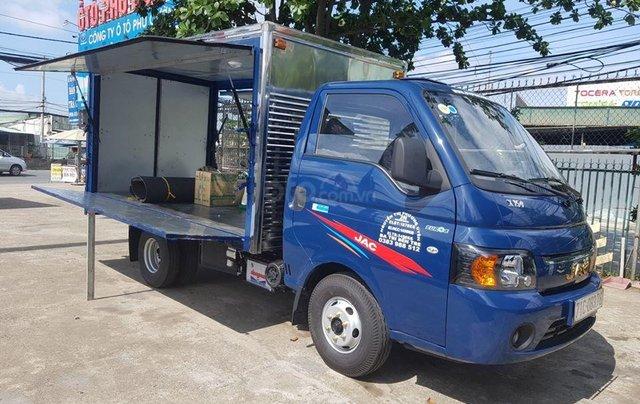 Xe tải JAC X99 máy dầu thùng kín cánh dơi1