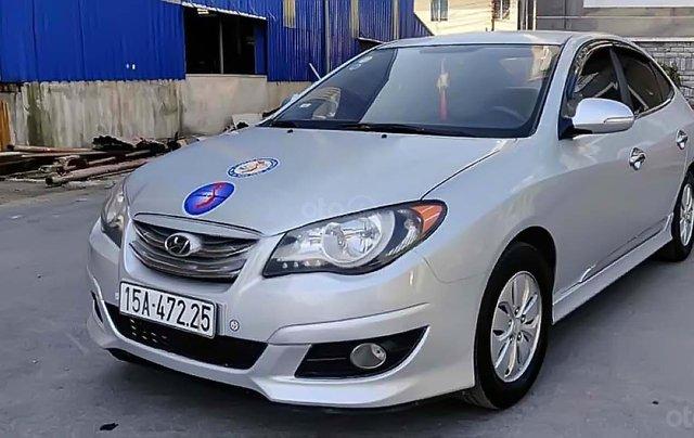 Cần bán gấp Hyundai Avante 1.6 MT sản xuất năm 2015, màu bạc, 325tr0
