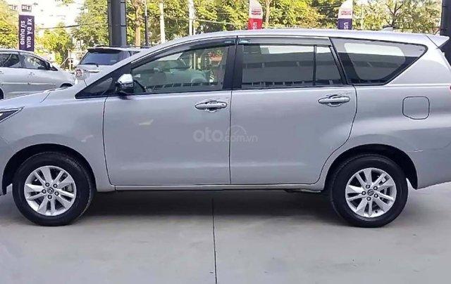 Bán xe Toyota Innova 2.0G năm sản xuất 2018, màu bạc, giá tốt1