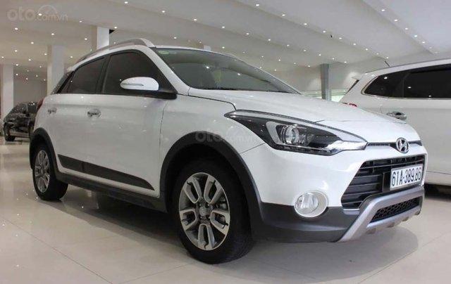 Cần bán gấp Hyundai i20 Active năm sản xuất 2017, màu trắng, nhập khẩu0