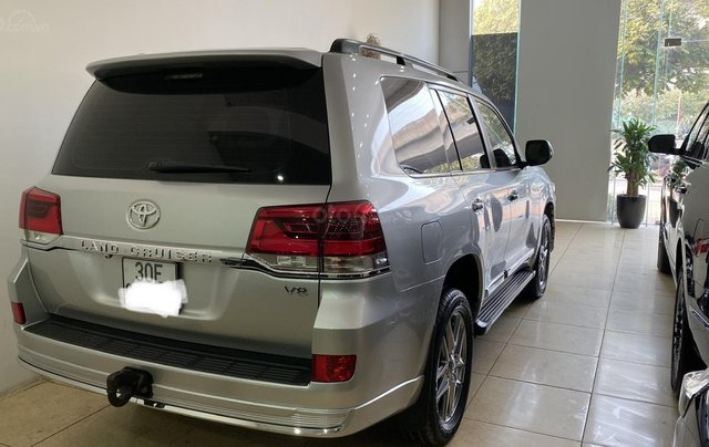Bán Toyota Land Cruise 4.6, màu bạc 2016, hóa đơn VAT 1,7 tỷ, xe siêu mới, biển Hà Nội4