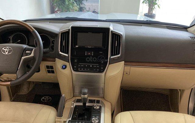 Bán Toyota Land Cruise 4.6, màu bạc 2016, hóa đơn VAT 1,7 tỷ, xe siêu mới, biển Hà Nội8