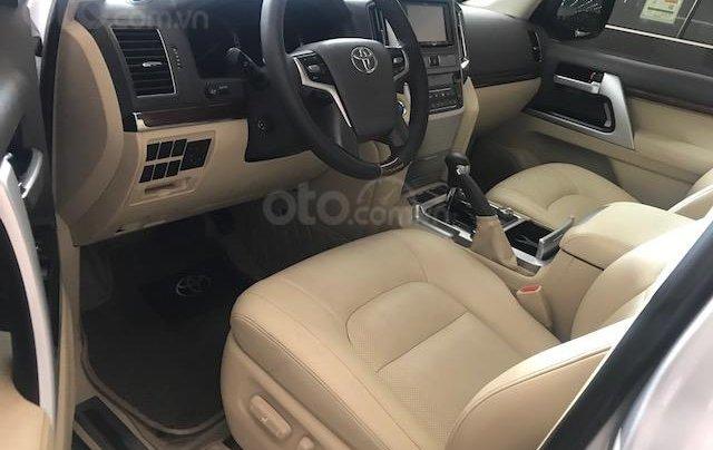 Bán ô tô Toyota Land Cruiser VX 2016, màu bạc đăng ký công ty, một chủ từ đầu7