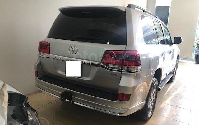 Bán ô tô Toyota Land Cruiser VX 2016, màu bạc đăng ký công ty, một chủ từ đầu3