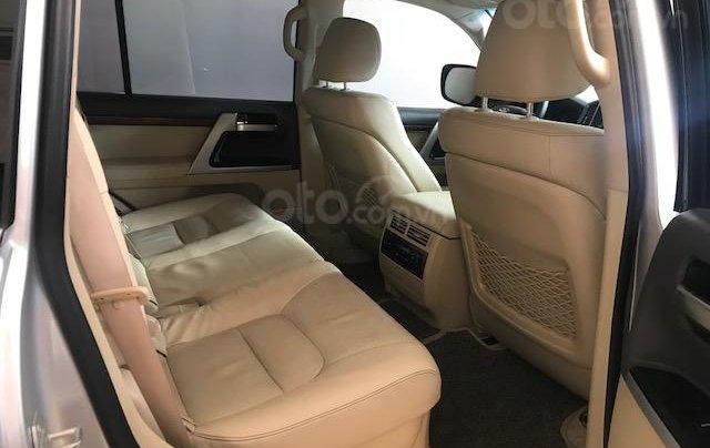 Bán ô tô Toyota Land Cruiser VX 2016, màu bạc đăng ký công ty, một chủ từ đầu4