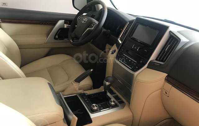 Bán ô tô Toyota Land Cruiser VX 2016, màu bạc đăng ký công ty, một chủ từ đầu6