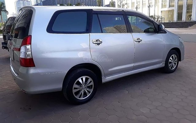 Cần bán Toyota Innova năm sản xuất 2016, màu bạc như mới1