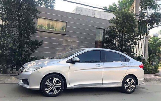 Cần bán Honda City năm sản xuất 2015, màu bạc xe còn mới nguyên0