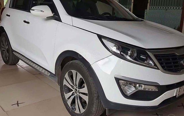 Cần bán gấp Kia Sportage Limited năm 2010, màu trắng, xe nhập số tự động0