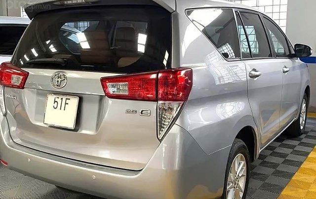 Bán Toyota Innova 2.0E năm 2016, màu bạc số sàn, giá tốt2