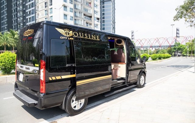 Cần bán Ford Transit Limousine cao cấp đời 2020, màu đen, giá tốt nhất thị trường1