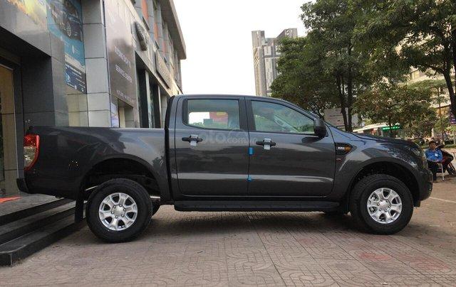 Bán Ford Ranger XLS AT 2019, màu xám (ghi), nhập khẩu chính hãng, giá tốt, cần giao ngay LH 09690166924