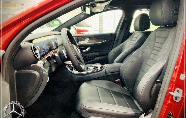 Cơ hội tốt nhất để mua Mercedes-Benz E300 New - KM 100% thuế trước bạ, trả 799 triệu nhận xe 3