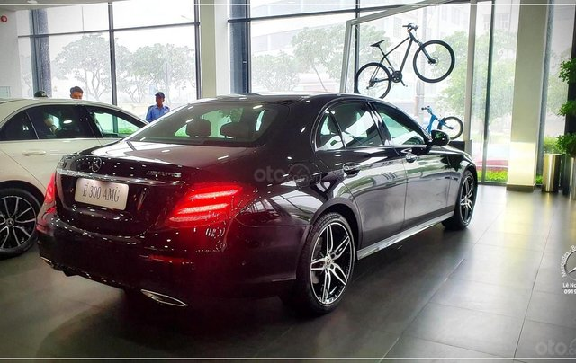 Bán Mercedes-Benz E300 AMG New 2020 - thuế trước bạ 5% - xe giao ngay, đưa trước 899 triệu nhận xe 13