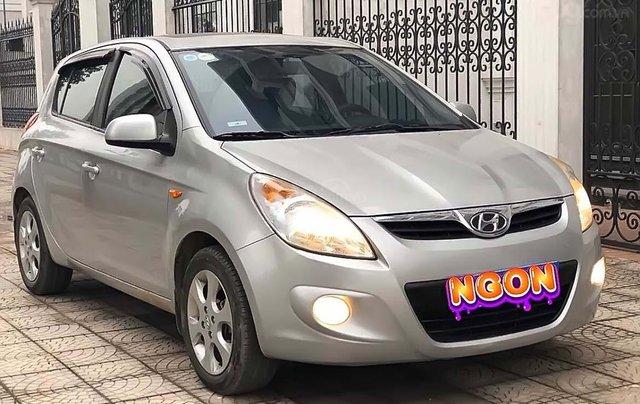 Bán xe Hyundai i20 1.4 AT 2014, màu bạc, nhập khẩu nguyên chiếc0