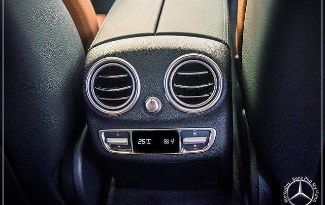 Bán Mercedes-Benz C300 AMG - model 2020 - hỗ trợ bank 80% - khuyến mãi đặc biệt trong tháng 5