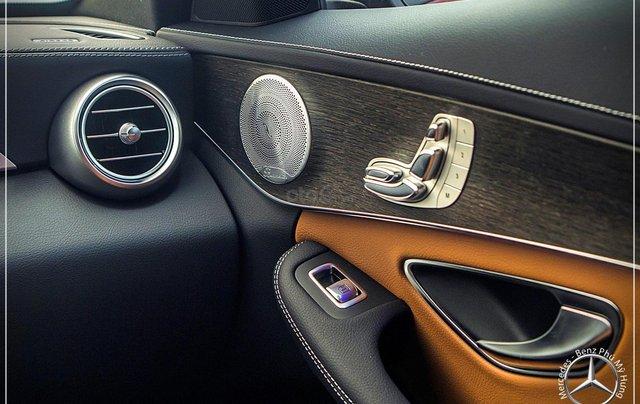 Bán Mercedes-Benz C300 AMG - model 2020 - hỗ trợ bank 80% - khuyến mãi đặc biệt trong tháng 6
