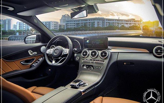 Bán Mercedes-Benz C300 AMG - model 2020 - hỗ trợ bank 80% - khuyến mãi đặc biệt trong tháng 8