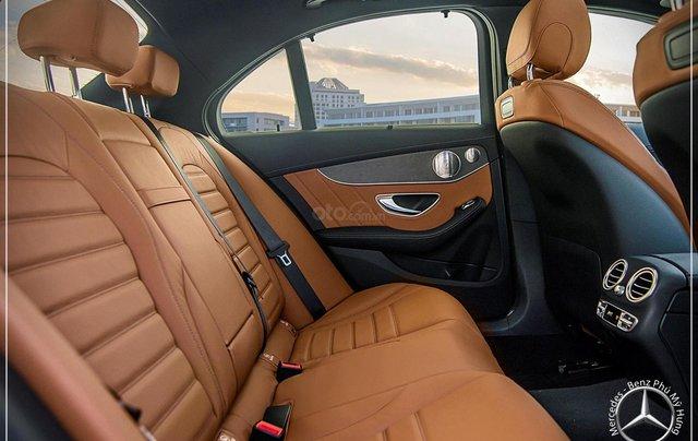 Bán Mercedes-Benz C300 AMG - model 2020 - hỗ trợ bank 80% - khuyến mãi đặc biệt trong tháng 12