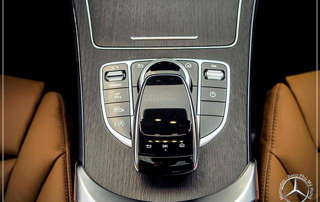 Bán Mercedes-Benz C300 AMG - model 2020 - hỗ trợ bank 80% - khuyến mãi đặc biệt trong tháng 14