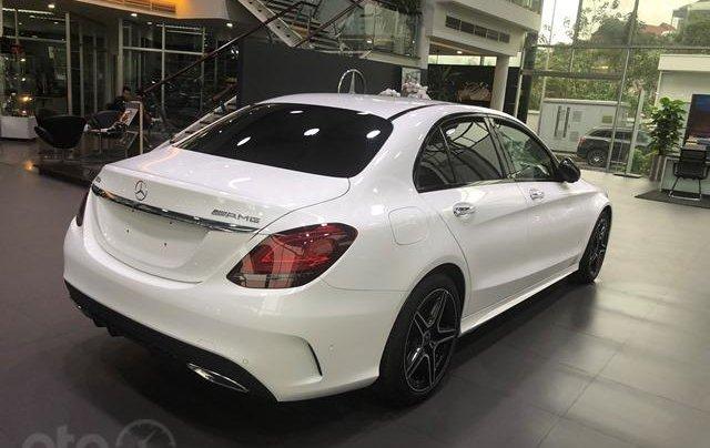 Bán Mercedes C300 mới, giảm ngay 150 triệu2