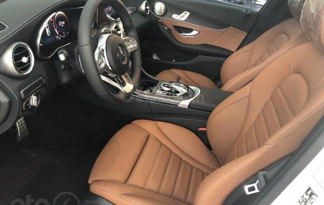 Bán Mercedes C300 mới, giảm ngay 150 triệu3