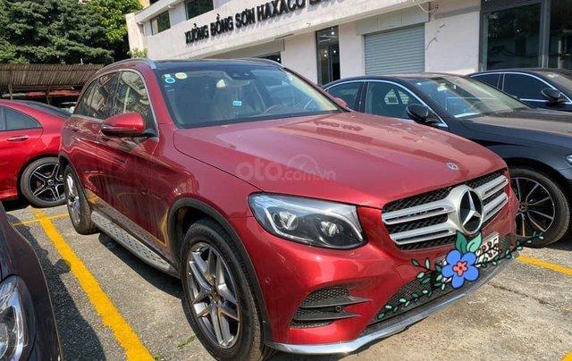 Xe cũ chính hãng Mercedes GLC300 2020 màu đỏ, nội thất kem, siêu lướt giá tốt0
