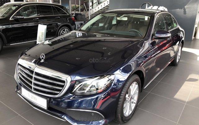 Mercedes E200 thế hệ mới, động cơ mạnh mẽ và trang bị tiên tiến0